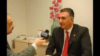 """رضا پهلوی در پاریس در پی انتشار کتاب """"ایران ساعت انتخاب"""