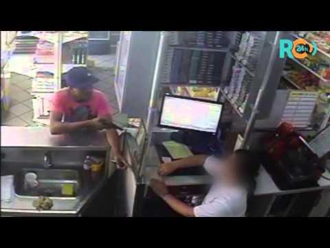 Câmera flagra assalto a padaria na Boca do Mato, em Cabo Frio - RJ