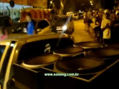 Saveiro do Eriksen Xclusive chegando em Pompeu - Carnaval 2012