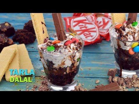 किट-कैट आइस क्रीम संडे (Kit-Kat Ice-Cream Sundae / Christmas Recipe) by Tarla Dalal
