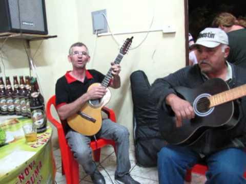 Sapecado na Lanchonete dos Amigos, em Sabáudia, com brinde da Cerveja Bavária.