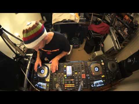 DJ MIXING LESSON ON CHOOSING THE NEXT TUNE  TO PLEASE THE CROWD by Ellaskins the DJ Turtor