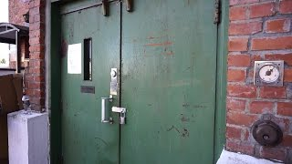 Lillestrom Norway  city photo : ANTIQUE Wisbech single-speed traction freight elevator @ Landstads gate 10, Lillestrøm, Norway