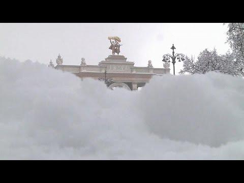 Heftiger Schneefall in Moskau - in nur einer Nacht el ...