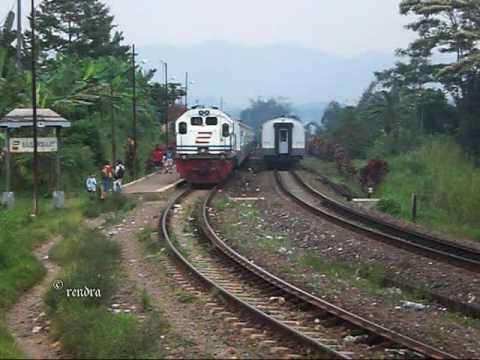 Railway Kereta Api : KA 22 Argo Gede crossing KA 23 Argo Gede at Sasaksaat Station