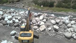 Enrocado de río Vichos  Ayacucho con aditamento NPK importado por IPESA