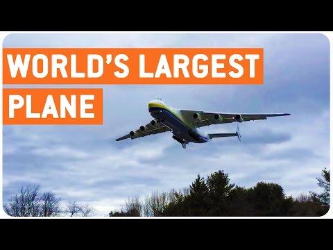 Maailman suurin lentokone laskeutuu – On se iso!