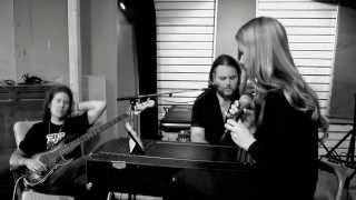 Imagine Dragons - Radioactive cover by Clara Mae and the SeaDiamonds (Live Session)
