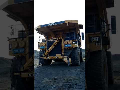 CATERPILLAR OFF HIGHWAY TRUCKS 793D equipment video mRTy_FBO6l0