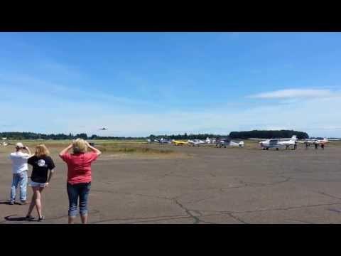 Evergreen Aviation Boeing 747 landing in McMinnville, Oregon