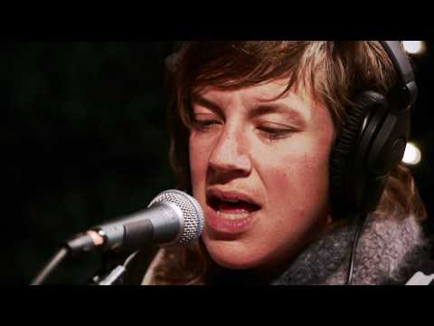 tune - tUnE-yArDs perform