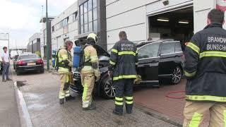Brandweer rukt uit vanwege kortsluiting in auto