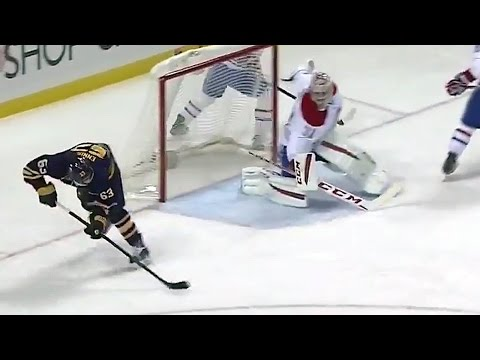 Ennis scores on an amazing no-look backhand shot