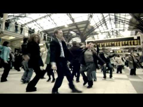 Liverpool St - This is the fantastic new T-mobile advert which was filmed at 11am on Thursday 15th January 2009 at Liverpool Street station, London Track List 1)Lulu - Shou...