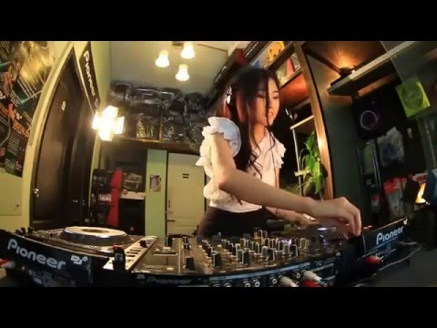 gratis download video - www-Muviza-net-Cewek-Cantik-Main-DJ