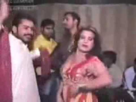 Hot & Sexy. Pakistani Private Mujra on Shaadi in Lahore.