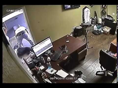 Shop Owner Pistol Whips & Shoots Robber After Stealing His Gun