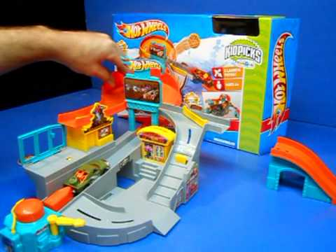 Hot Wheels Stunt Street Play Set Product Review