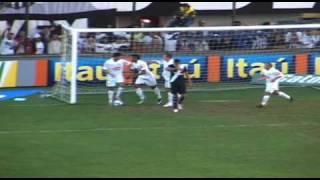 Bastante entrosada dentro de campo, a equipe do Santos Futebol Clube goleou o Vasco por 4 a 0 neste domingo (06) na Vila...