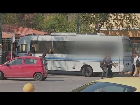 Στον ανακριτή οι οκτώ κατηγορούμενοι για τα επεισόδια στο κέντρο της Αθήνας