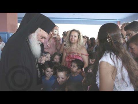 Αγιασμός από τον Αρχιεπίσκοπο