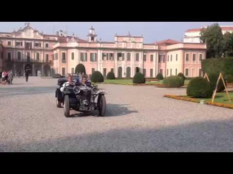 """Arrivano in auto d'epoca protagonisti e regista de """"il Pret"""