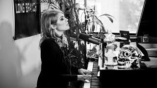 "Coeur de Pirate - ""Carry On"" 
