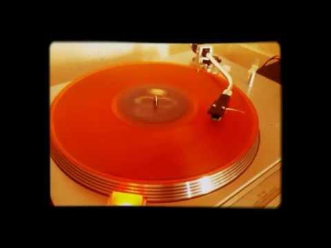 Tekst piosenki Guns  N' Roses - You Can't Put Your Arms Around A Memory po polsku