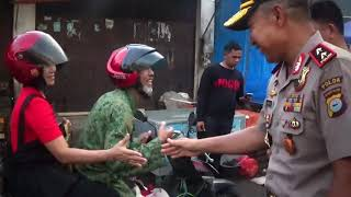"Video Senyum ""1000"" Tangan Kapolda Sulsel Irjen Pol Umar Septono MP3, 3GP, MP4, WEBM, AVI, FLV Maret 2018"