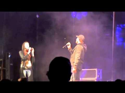 Katryn sing Toe Stop my Hart saam met Jay