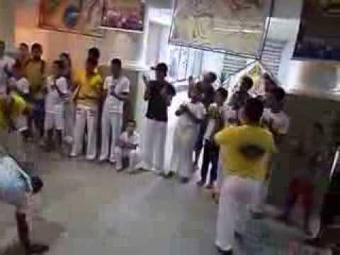 AXE IUNA ISRAELENSES JOGANDO CAPOEIRA EM JABOATÃO