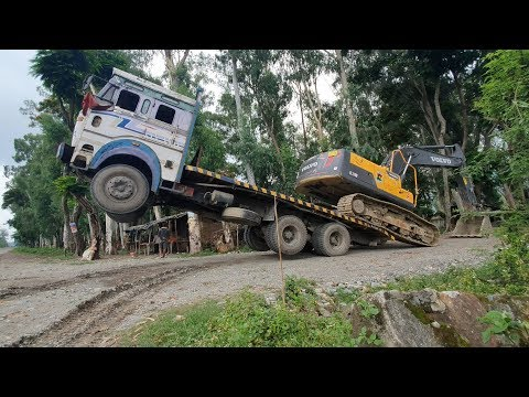 Amazing Video ! Volvo Excavator Unloading From Truck By Experience Driver - Dozer Video
