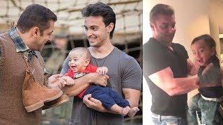 Video Salman Khan's Family Playing With Sister Arpita's CUTE Son Ahil Will Melt Your Heart MP3, 3GP, MP4, WEBM, AVI, FLV Januari 2019