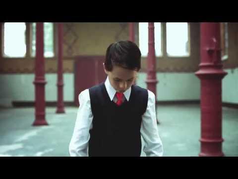 Justin Bieber! Amazing video shows 8 year old break dancer