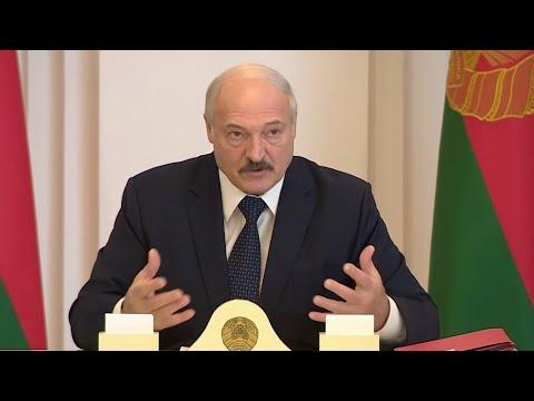 Лукашенко для борьбы с коронавирусом призвал пить водку, ходить в сауну и работать в поле на тракторе