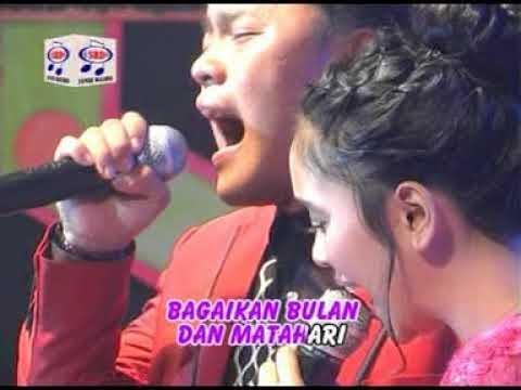 Video Lesti feat Danang - Dinding Kaca (Official Music Video) download in MP3, 3GP, MP4, WEBM, AVI, FLV January 2017