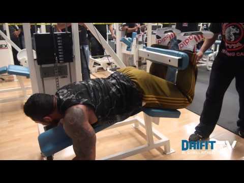Antonio Lugo entrena una rutina de pierna en series gigantes con Milos Sarcev