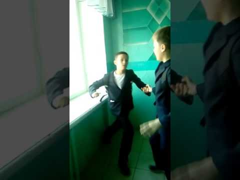Драка в школе (видео)