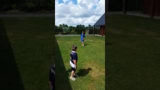 C'est bien connu les footballeurs, célèbrent leurs buts par des pirouettes !!!