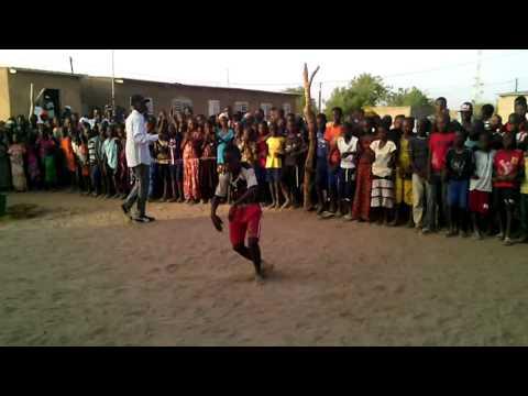 Lutte Sénégalaise : Le petit qui imite bien le «Back» de Balla Gaye2