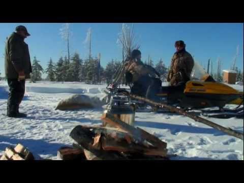 Chasser le caribou en hiver avec des autochtones de la Nation Crie de Eastmain