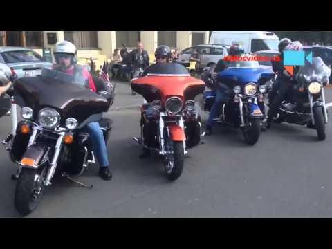 Pozor na pady pri parkovani motorky