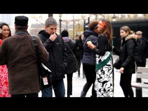 Opération « Les Vahine à Paris » – Episode 2 : Une Tiare sur les Champs Elysées !