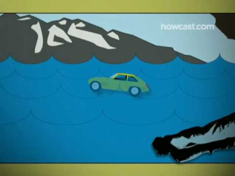 How to Escape a Car Sinking in Deep Water (видео)