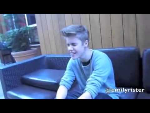 Justin Bieber - Singin a part of ''No one'' - By Alicia Keys.