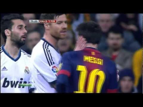Vídeo de Xabi Alonso y Arbeloa tocándole la cara a Messi