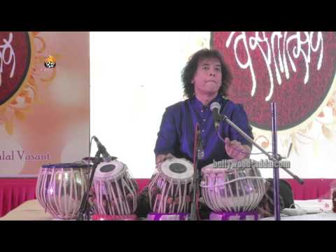 Video LIVE: Ustad Zakir Hussain - NON STOP Tabla A Very Nice Performance !!! download in MP3, 3GP, MP4, WEBM, AVI, FLV January 2017