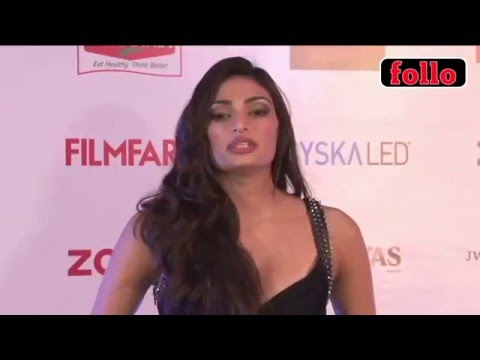 Glitterati Sashay Down Filmfare's Red Carpet!