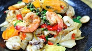 [Thai Food] Spicy Seafood Stir Fried With Rice Noodles (Sen Yai Phad Khee Mao Ta-Lay)