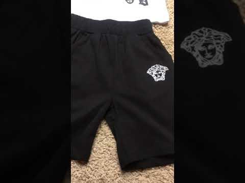 Фирменный комплект на мальчика из футболки белого и шорт черного цвета видео
